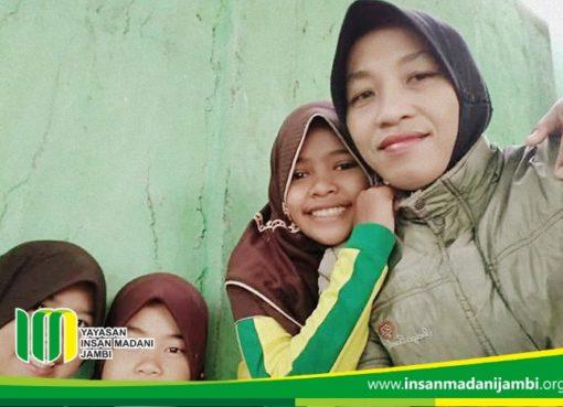 Ibu Yunita Sosok Pahlawan Tanpa Tanda jasa di SD Insan Madani