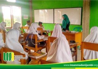 suasana belajar SMP Insan Madani Jambi
