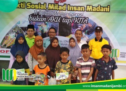 Foto bersama pada baksos milad 11 insan madani jambi
