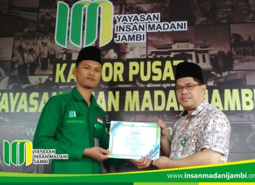 Penggiat sosial mendapat sertifikat tes kepemimpinan