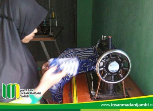 Pelatihan menjahit SMP Insan Madani Jambi
