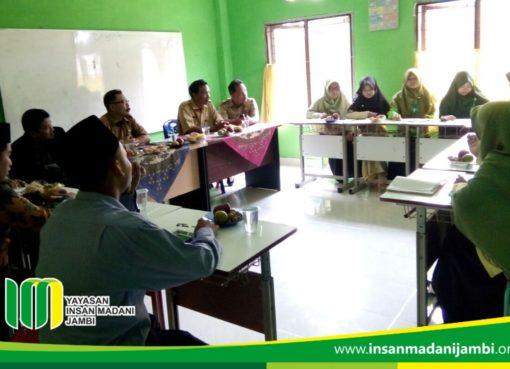 Dinas pendidikan mengunjungi SMP Insan Madani Jambi
