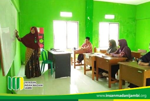 Micro teaching guru SMP insan madani