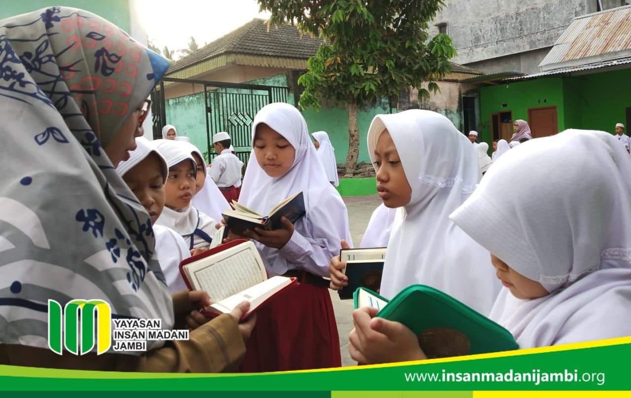 Menghafal Al-Qur'an SD Insan Madani