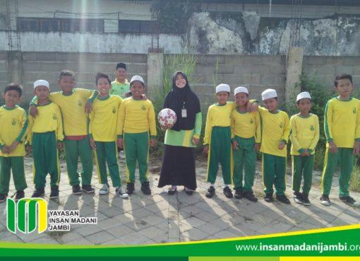 Sekolah dasar insan Madani jambi mengadakan class meeting