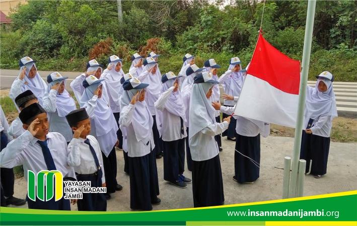 Upacara Bendera SMP Insan Madani